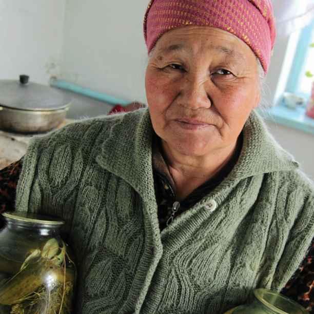 Hoe een sociale bank in Kirgizië boeren helpt